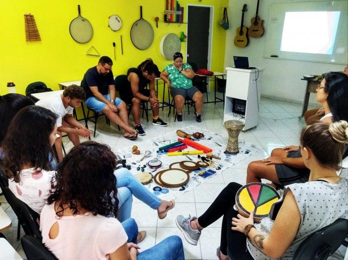 CURSOS - PÓS GRADUAÇÃO PRESENCIAL EM MUSICOTERAPIA