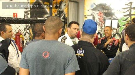 Notícias - Renzo Gracie, lenda do jiu-jitsu, elogia atletas capixabas