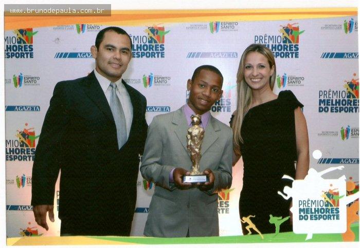 Notícias - Governo do Estado premia melhores atletas de 2011