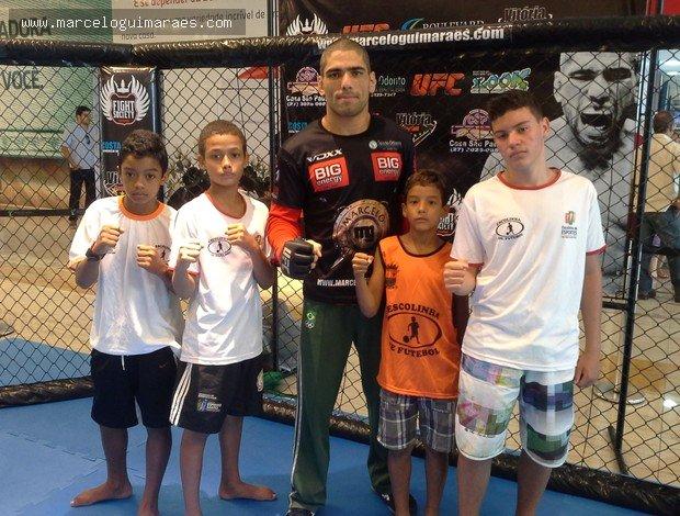Notícias - Em treino aberto, Marcelo Magrão ressalta importância social do MMA